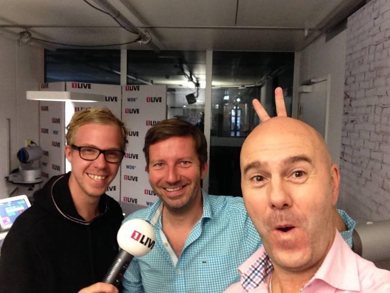 Radiomoderatoren von 1Live Links Daniel Danger und in der Mitte Thorsten Schorn